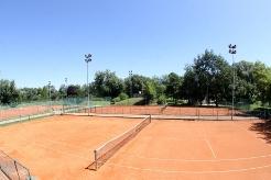 Teniško igrišče zunaj